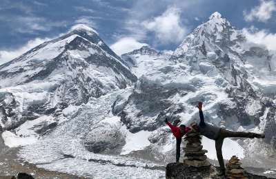 17 4 Mike R and Penny with Everest Lhotse Nuptse behind